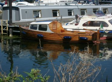 Brub wooden classic day boat
